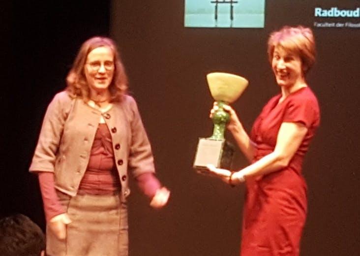 Marjan Slob wint Socrates Wisselbeker voor haar boek Hersenbeest