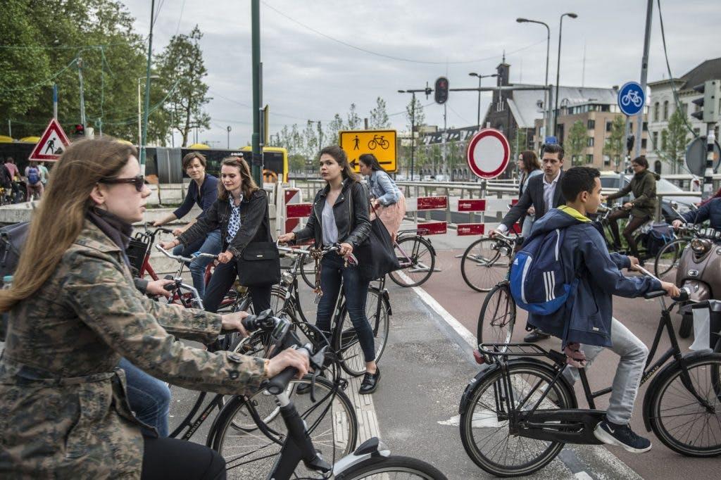 Foto's: nieuwe fiets- en wandelroutes zorgen voor chaos op Smakkelaarsveld