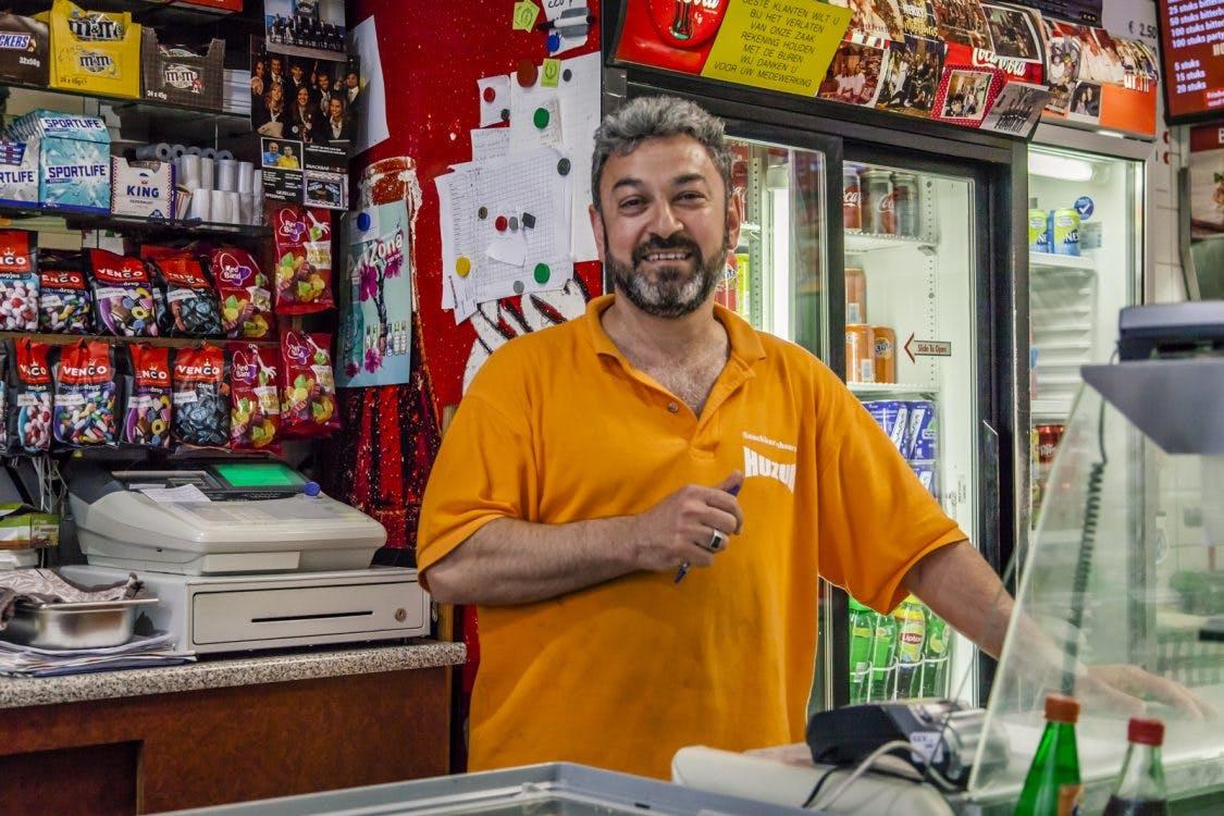 Op bezoek bij Snackbar HuZur: 'Vriendelijkheid is onze grote kracht'