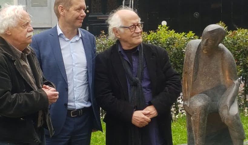 Beeld 'De Acteur' van Frans Stelling onthuld op het Zocherplanstoen