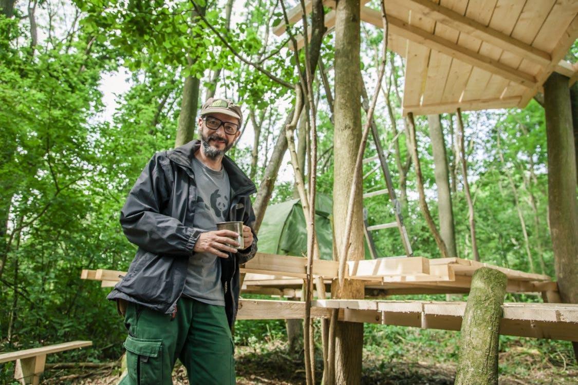 'Zwevende tapijten' van Franse kunstenaar in het bos van Utrecht Science Park