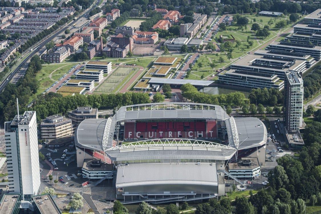Optocht voor bijna uitverkochte wedstrijd FC Utrecht