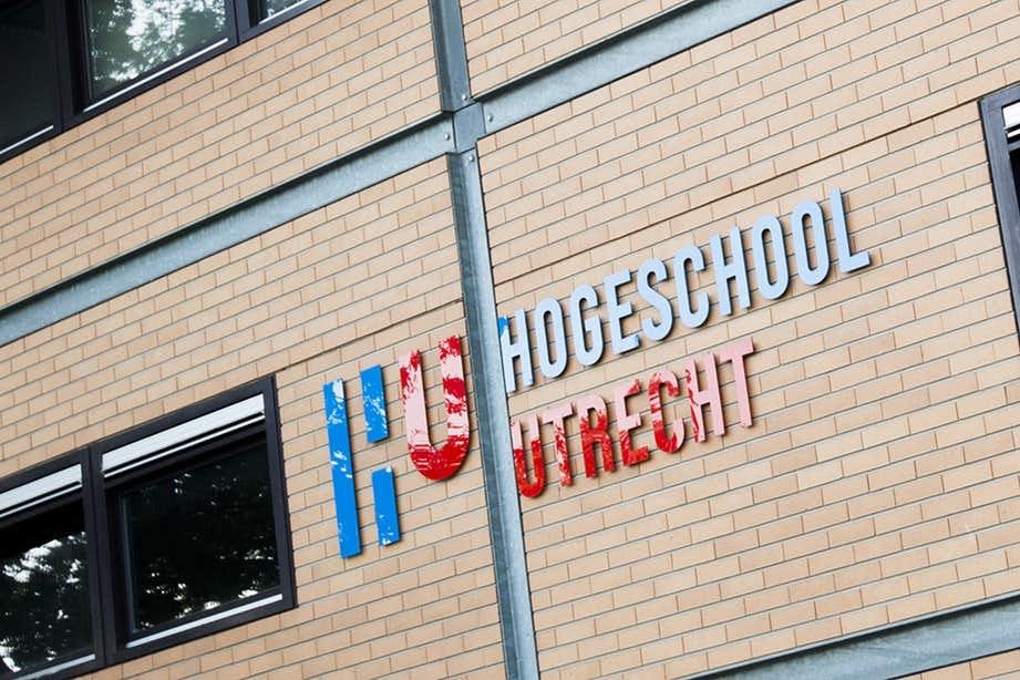 Doven en Utrechtse gebarentaalstudenten helpen elkaar door te skypen