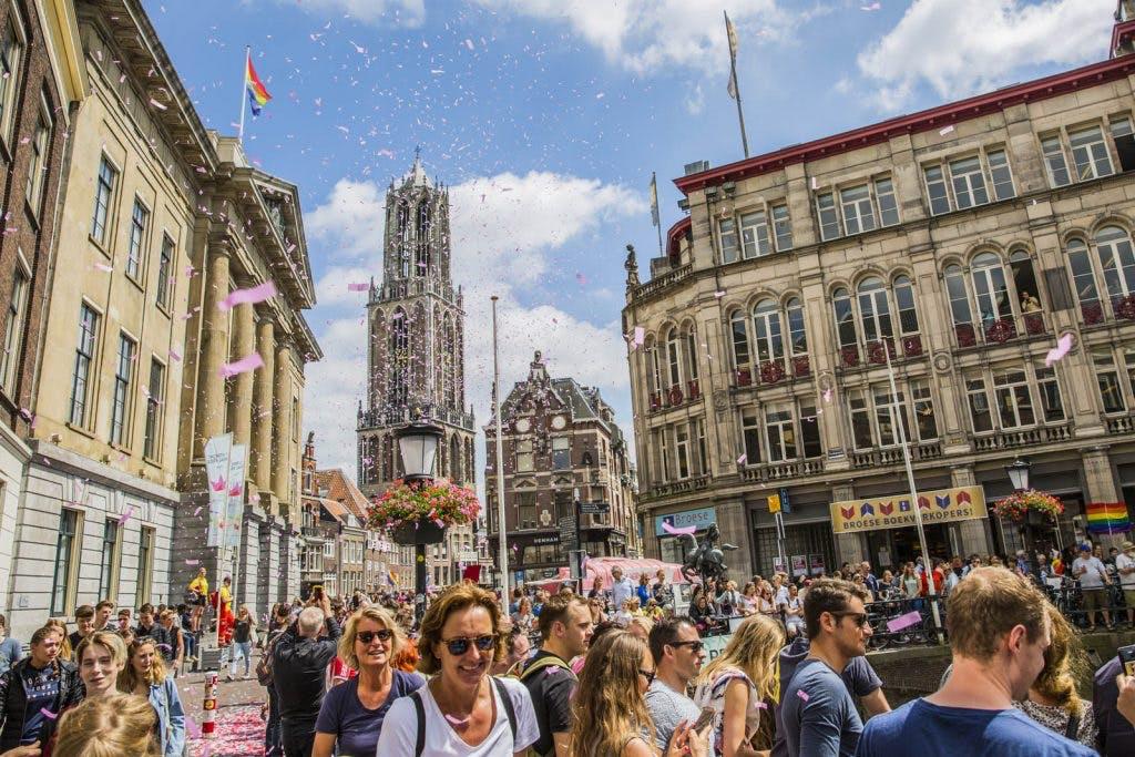 Foto's: Utrecht kleurt roze tijdens eerste Canal Pride