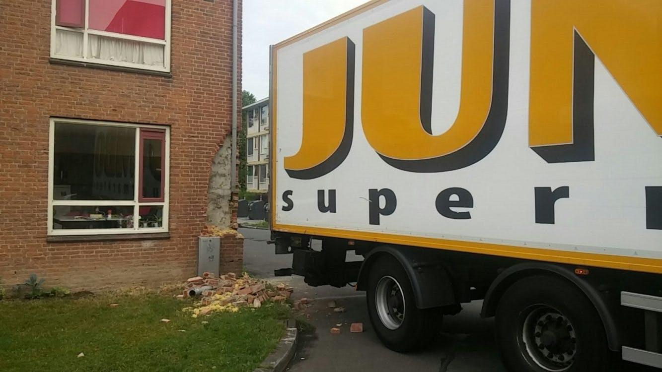 Jumbo-vrachtwagen rijdt in op studentenhuis IBB: 'Gebeurt niet elke dag'