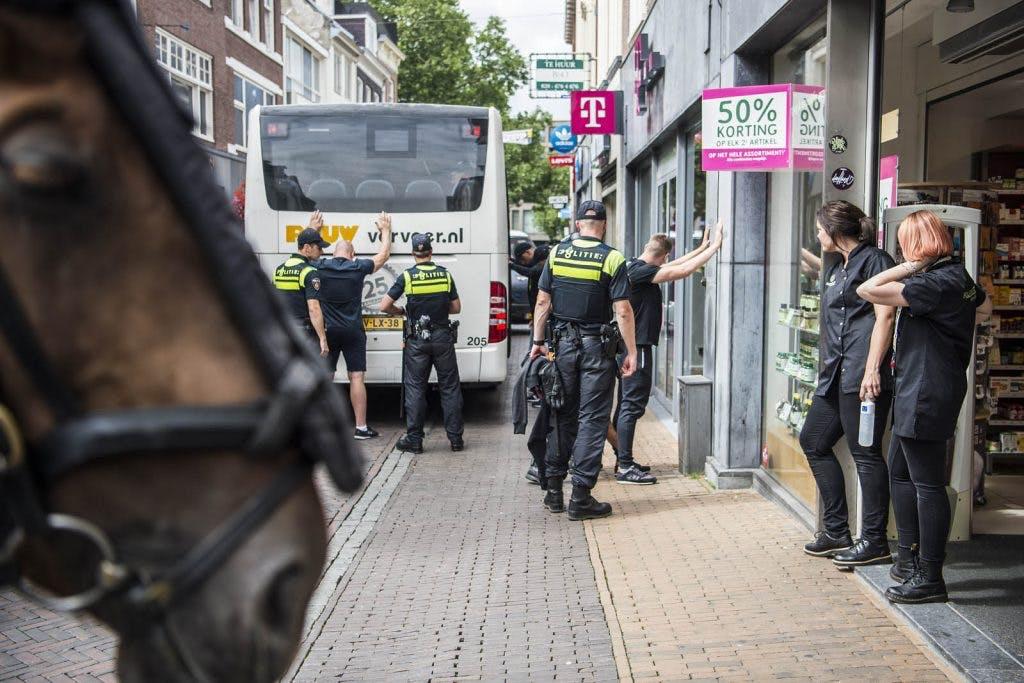 Foto's: Grimmige sfeer in de Utrechtse binnenstad voor duel FC Utrecht – Lech Poznań