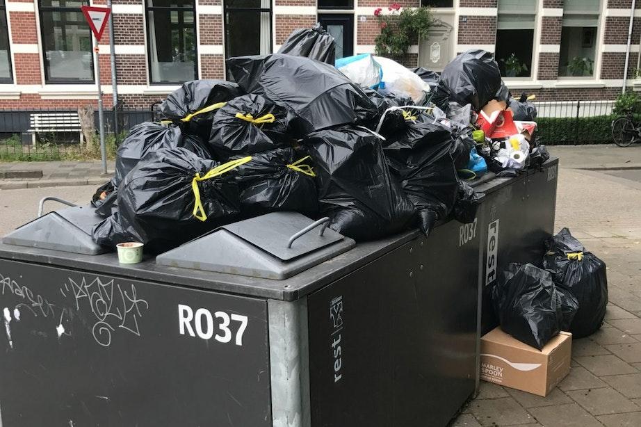 Ruim 1100 boetes voor dumpen afvalzakken naast container