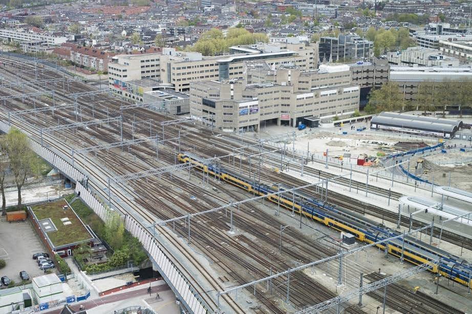 Treinverkeer bij Utrecht stilgelegd vanwege lopende kinderen op het spoor