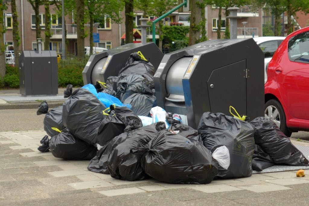 Is het te rommelig rondom vuilnispunten in Utrecht?