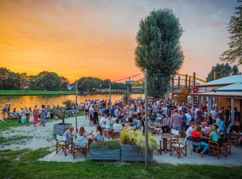 Dagtip: het weekend in met Borrel Beach Club op SOIA