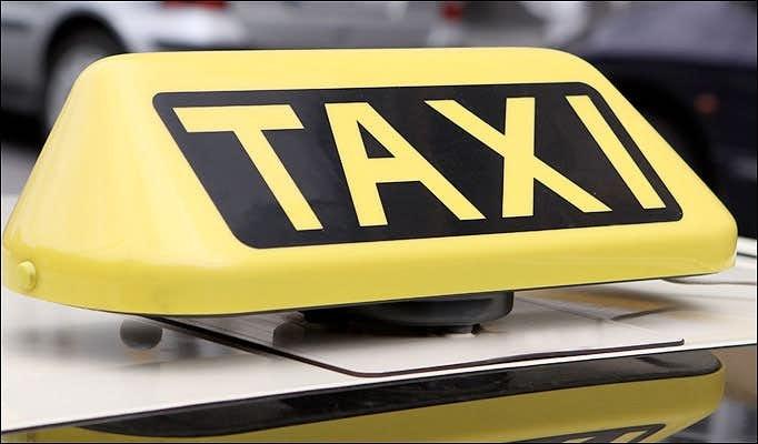 Taxichauffeur beboet vanwege overvolle auto