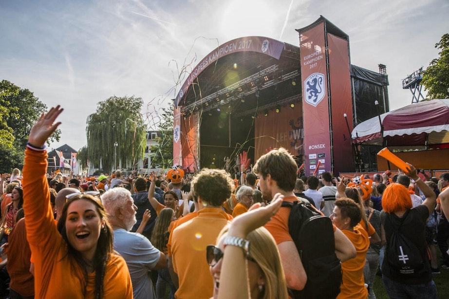 Foto's: Groot feest in Park Lepelenburg voor de Oranje Leeuwinnen
