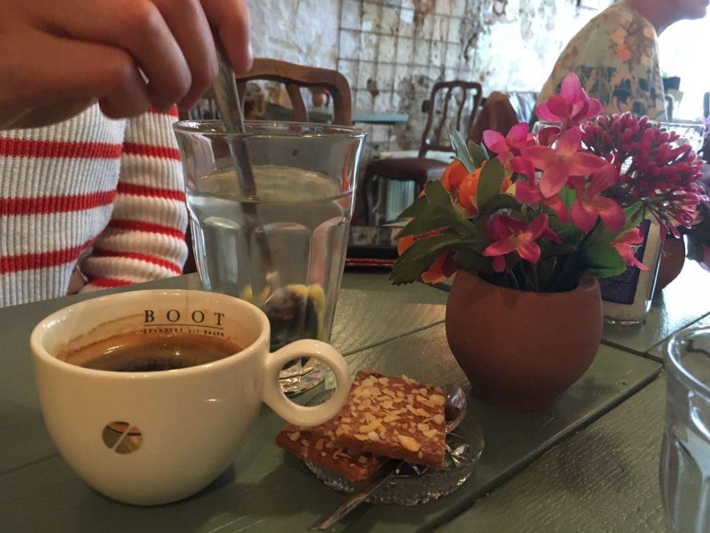 Jette & Jildou: Op de koffie in de huiskamer van Meneer Peer