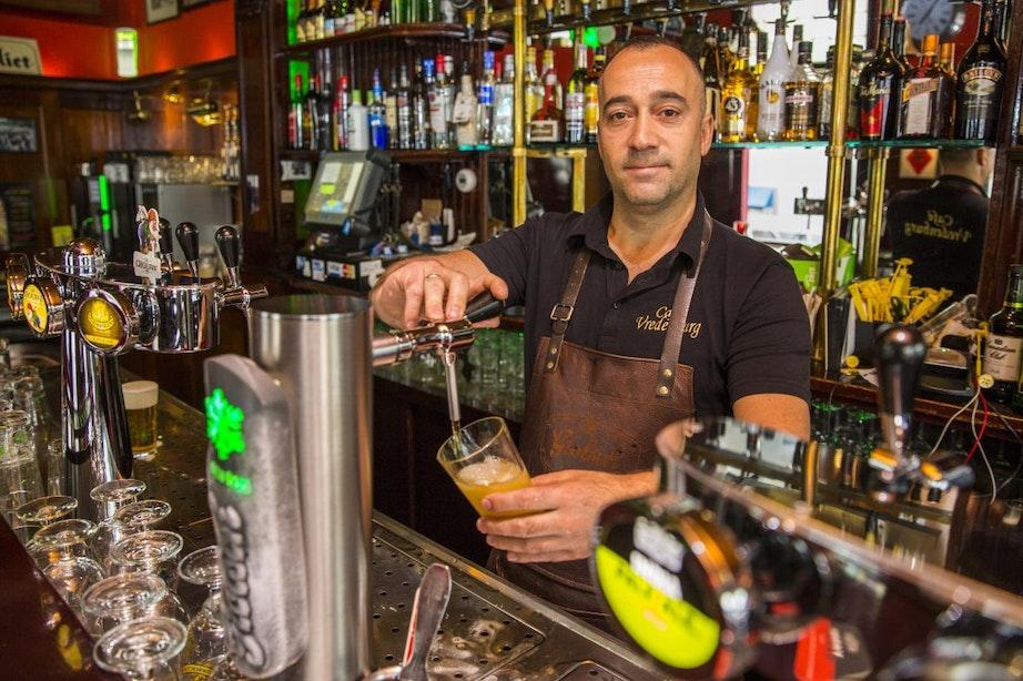 De Klassieker – Café Vredenburg: 'Mensen kiezen ons terras juist voor de hectiek'