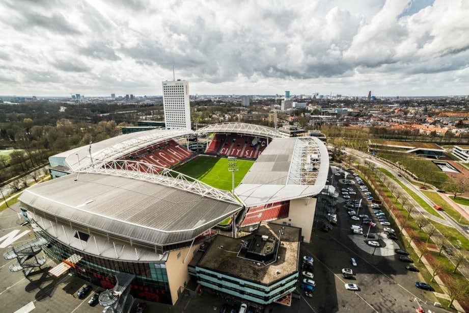 'John van den Brom in beeld bij FC Utrecht'