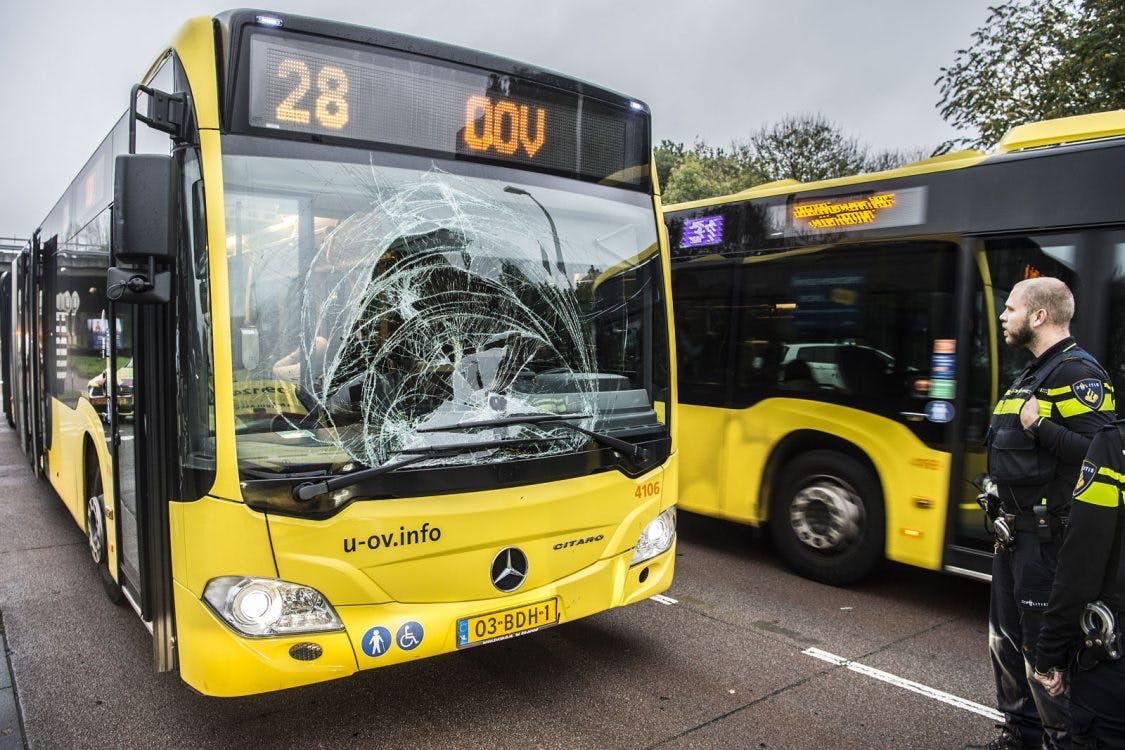 Aanrijding met persoon en bus op de Uithof