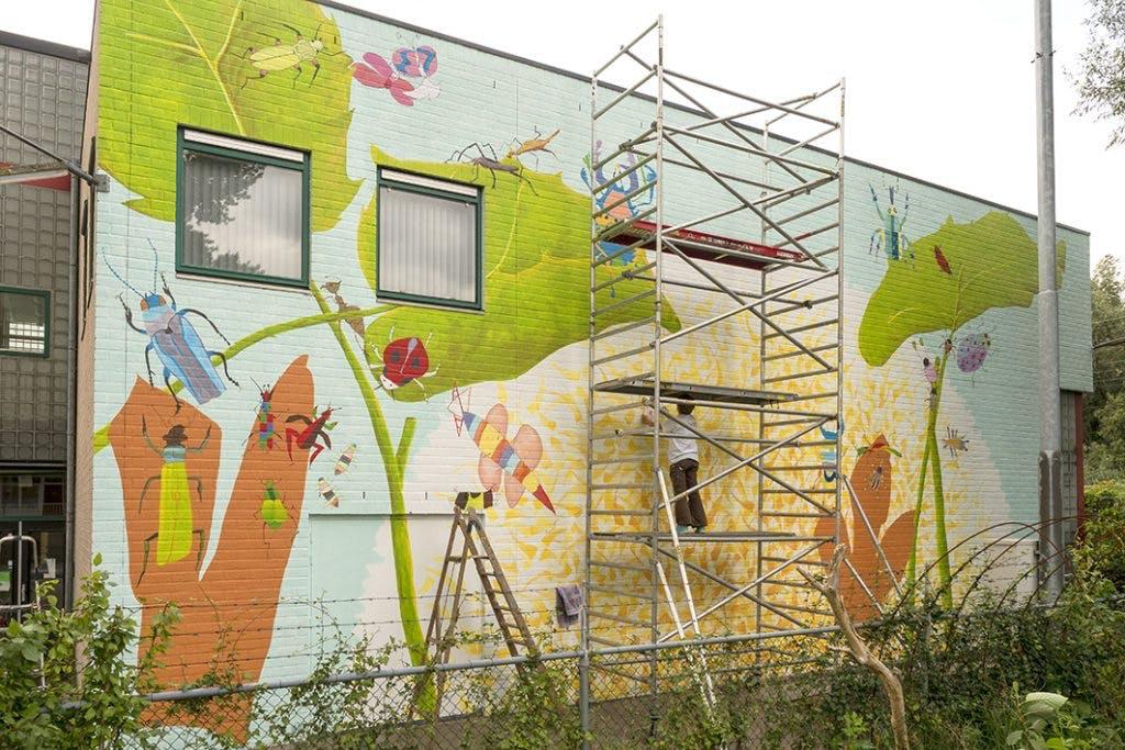 Schoolkinderen toveren graffitimuur om in een kleurige eyecatcher voor Nieuw-Engeland