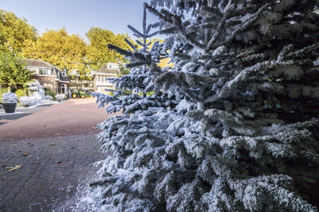 Sneeuw bij de Intratuin op warmste 16 oktober ooit
