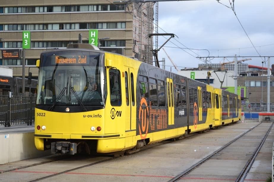 Tramverkeer Utrecht ligt stil: auto op tramrails
