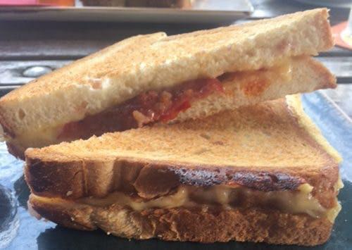 De DUIC tosti-test: minimaal belegd en droog bij café De Poort