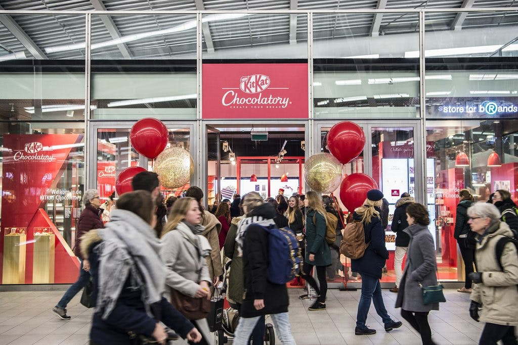 Kitkat Chocolatory op Utrecht Centraal feestelijk geopend