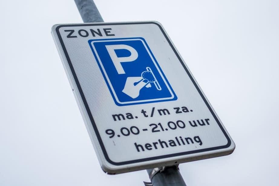 Geen betaald parkeren op zondag in buurten rond binnenstad
