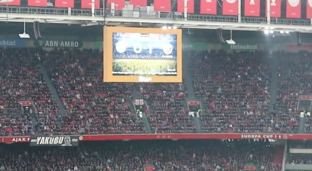 Filmpje: Supporters FC Utrecht vloggen bij uitduel in Amsterdam