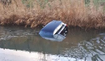 Audi te water vanwege vergeten handrem in Leidsche Rijn