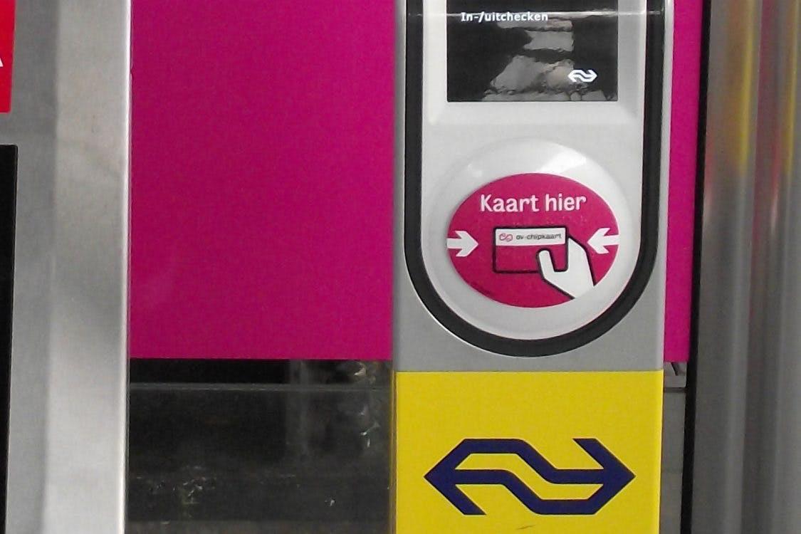 Alle in- en uitcheckpalen bij station Utrecht Zuilen zijn vernield