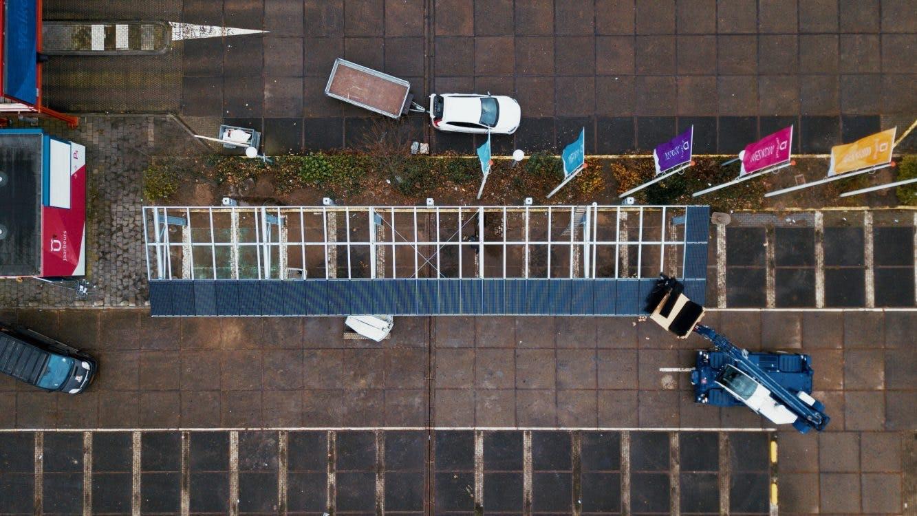Energieopwekkende parkeeroverkappingen geplaatst bij Jaarbeurs Utrecht