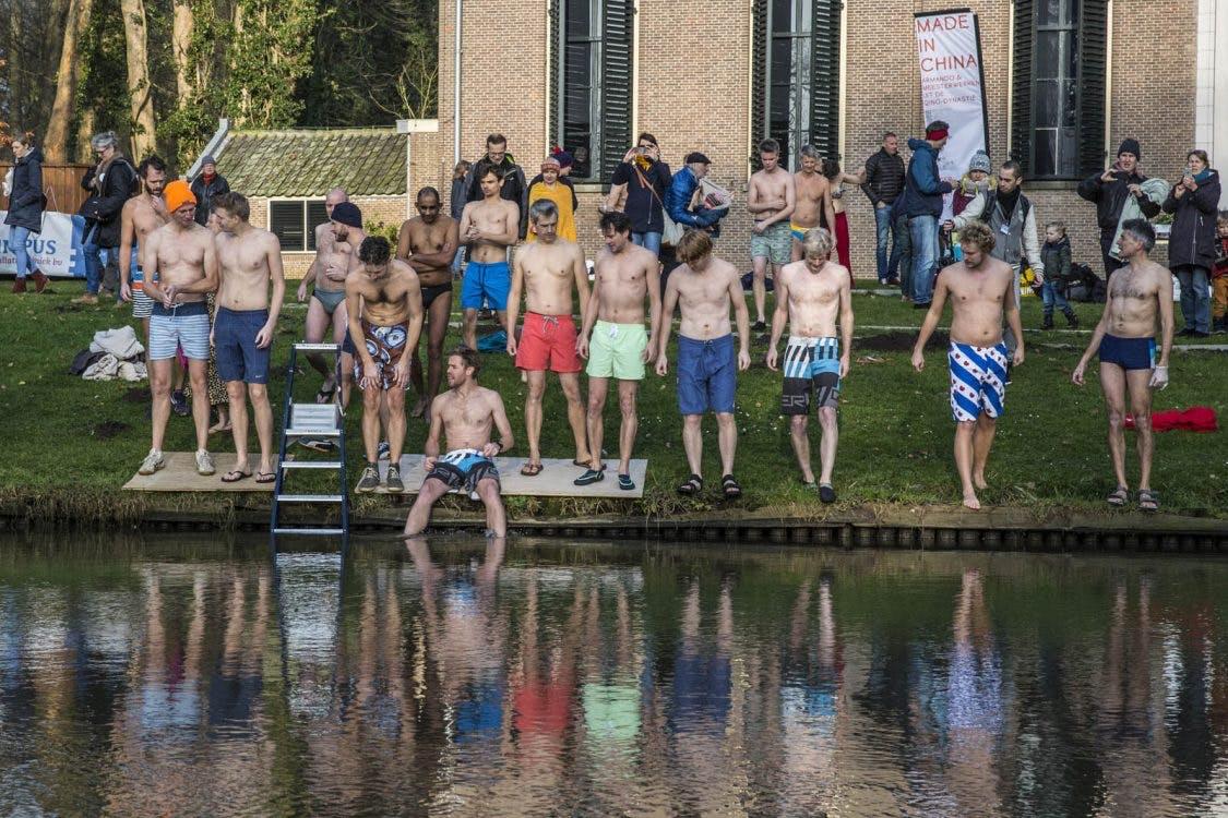 Foto's: Nieuwjaarsduik in de Kromme Rijn