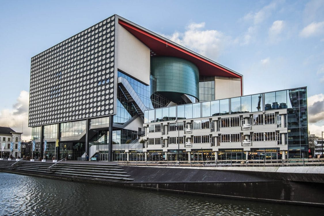 Duckrace in Utrechtse Catharijnesingel: 5.000 badeenden gaan de strijd aan voor het goede doel