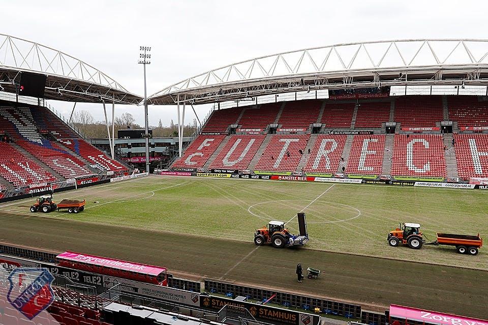 FC Utrecht vervangt onbespeelbare grasmat in Galgenwaard