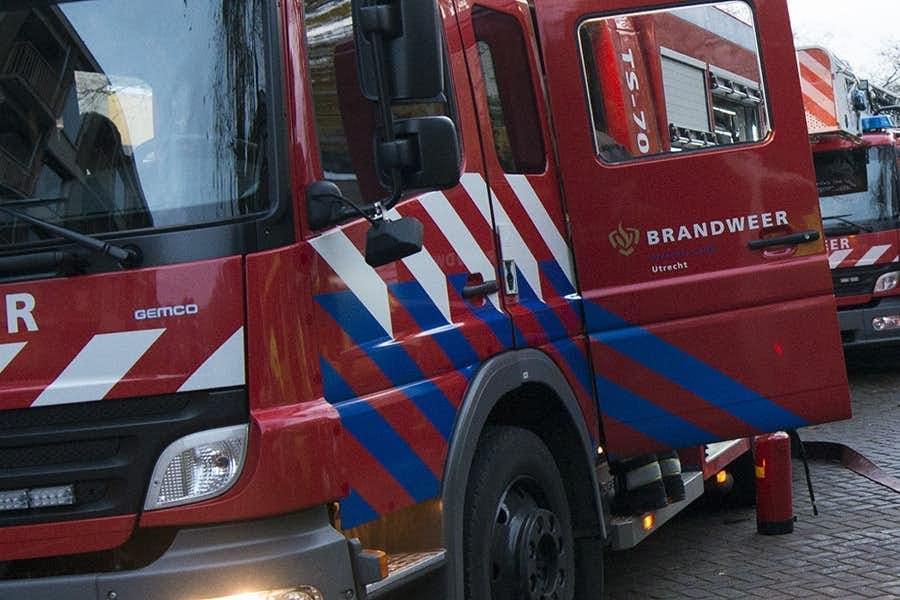 Brandweer rukt met groot materieel uit richting Apollo Hotel aan het Vredenburg