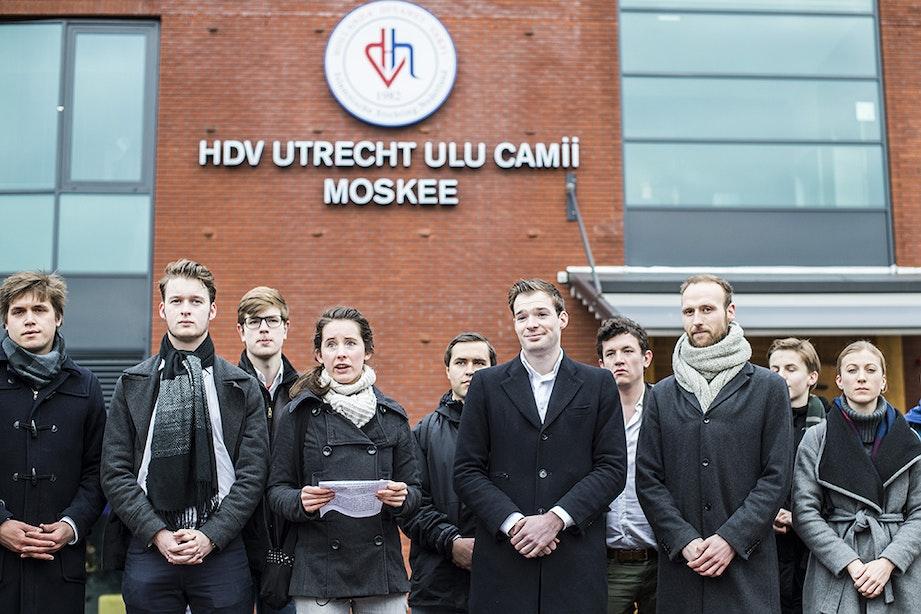 Politieke jongerenorganisaties protesteren bij Ulu-moskee in Utrecht