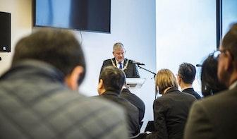 Stedelijke ontwikkeling Utrecht: delegatie van tientallen Taiwanezen op bezoek bij burgemeester Jan van Zanen