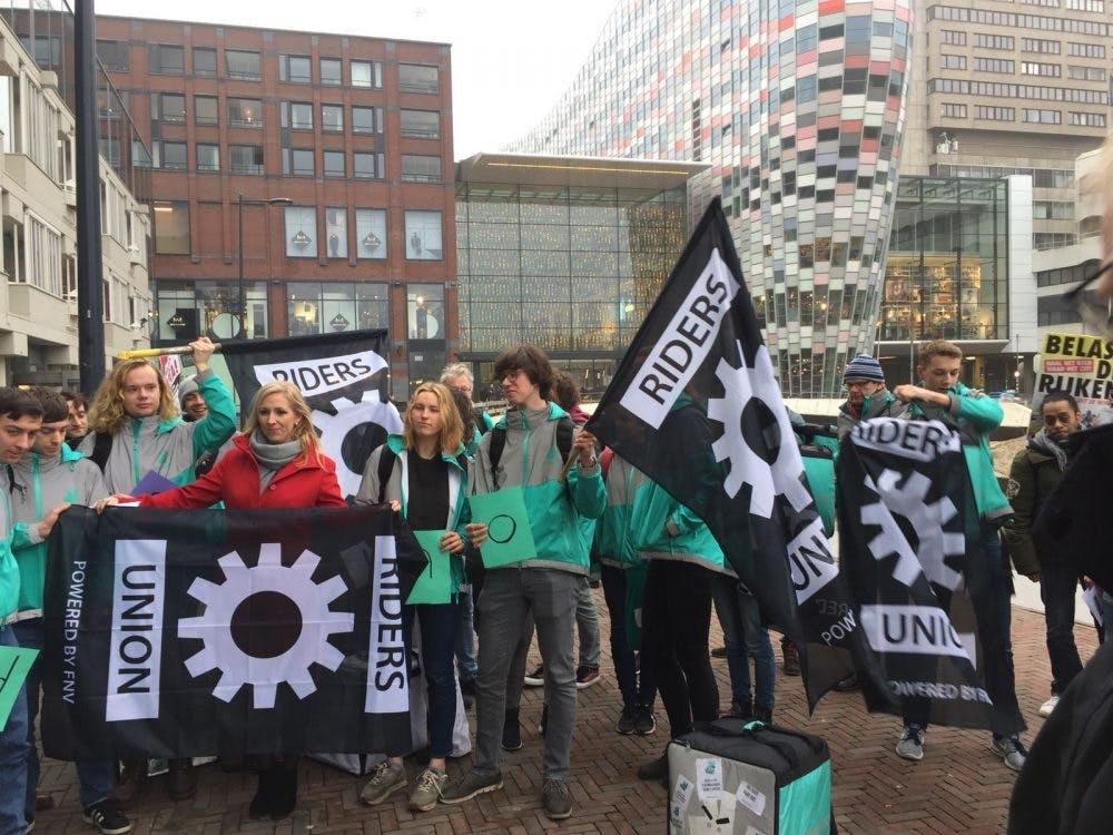 Deliveroo-rijders protesteren voor TivoliVredenburg