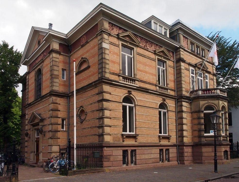 Familie Fentener van Vlissingen maakt appartementen van Maliebaan 42