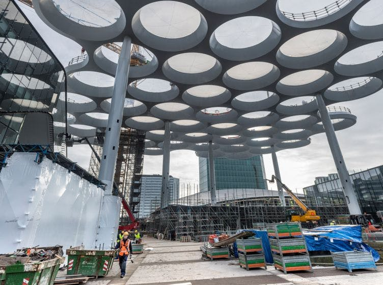 Ruimtevaarttechnologie houdt bollendak Utrechts Stationsplein vogelpoepvrij