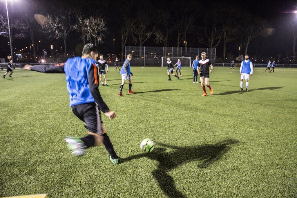Oud-speler FC Utrecht Michael Mols daagt voetballers uit voor een potje