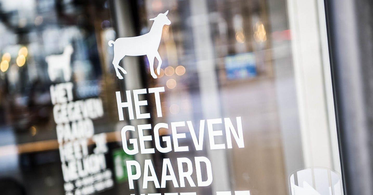 Logo van Het Gegeven Paard in TivoliVredenburg: is dat wel een paard?