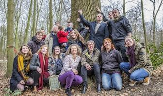 Foto's: Bekende en minder bekende Utrechters adopteren bomen Amelisweerd