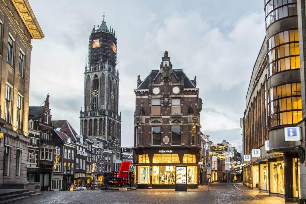 Zaterdag gratis tattoo laten zetten bij broekenwinkel Denham in Utrecht