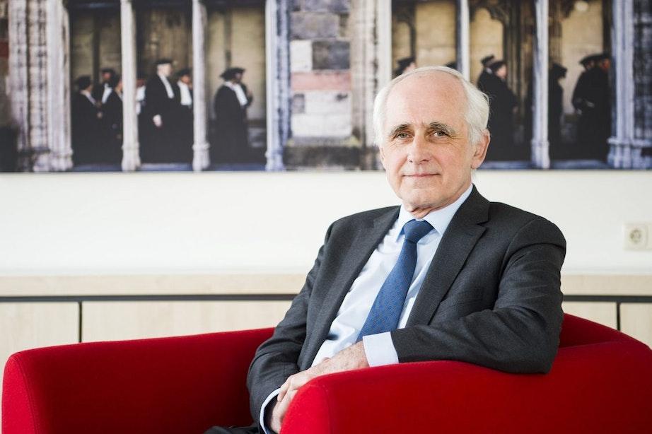 Scheidend rector magnificus Bert van der Zwaan krijgt koninklijke onderscheiding