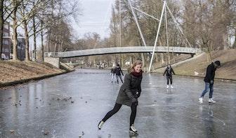 Foto's: Er wordt geschaatst op de Catharijnesingel in Utrecht