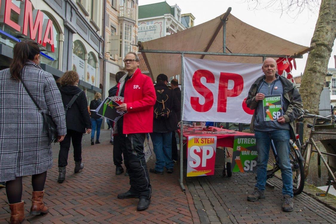 SP lanceert verkiezingscampagne met vliegtuig en spandoek boven stad