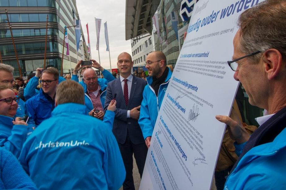 Landelijke politici spreken campagnemedewerkers toe: verkiezingsdrukte in Utrecht