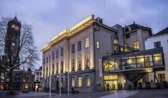 112 regels lang gedicht in de vorm van de Dom gepresenteerd in stadhuis