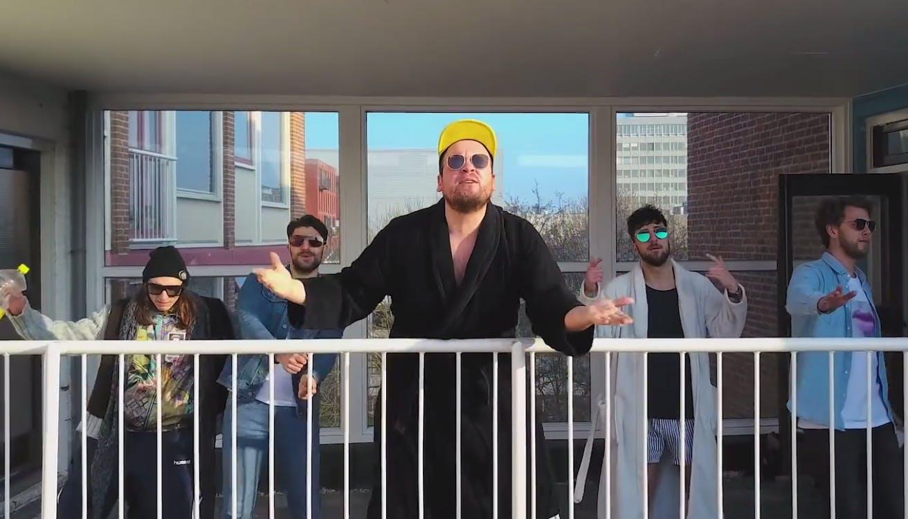 Rapnummer Bakkerboyz brengt ode aan studentencomplex IBB in Utrecht