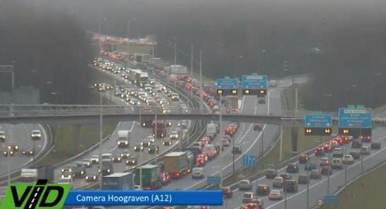 Ernstige verkeershinder tijdens avondspits rondom Utrecht: 'Stel reis uit'